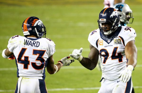 DeMarcus Ware e TJ Ward pick-six